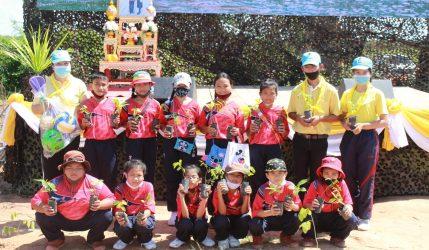 โรงเรียนบ้านทุ่งแฝกร่วมปลูกป่าเฉลิมพระเกียรติเนื่องในวันเฉลิมพระชนมพรรษา